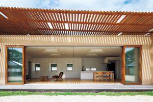 二重屋根の家