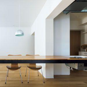 テーブルと建具のリノベーション