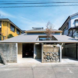 擁壁と屋根 / 対行政住宅
