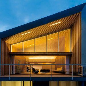 04「光と翳の家」坂茂建築設計