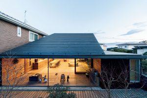 傾斜地形と片流れ屋根
