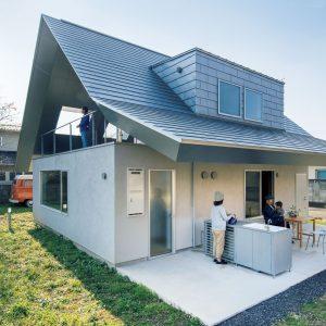 大屋根の小さな家