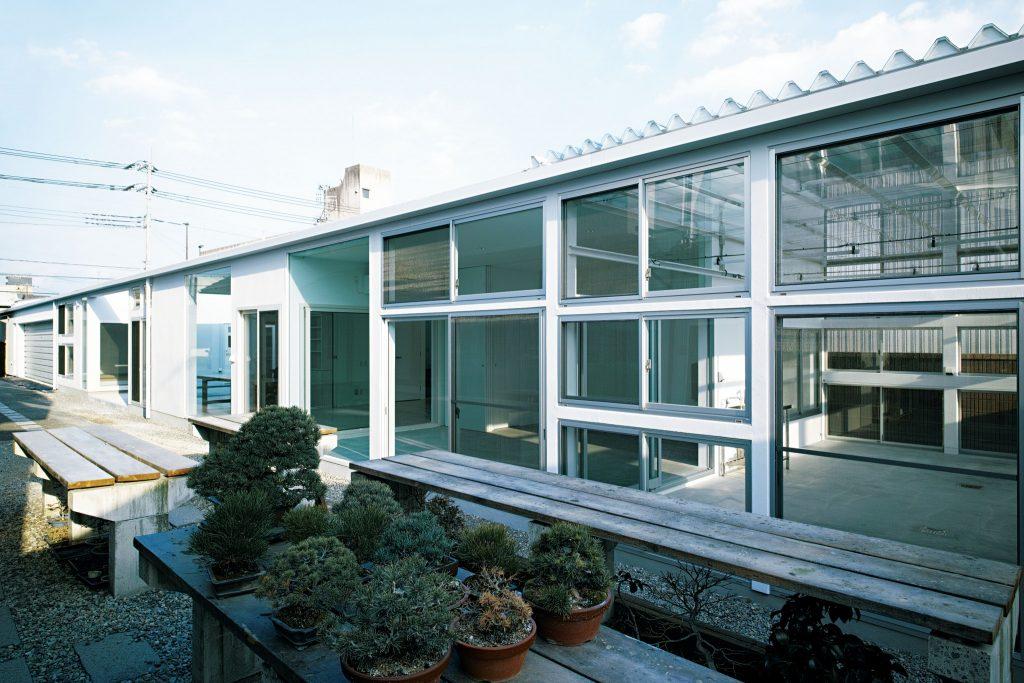 住宅特集 2018年12月号 屋根と窓──内と外を連続させる多彩な境界   Roof and Window—Boundaries that Connect Inside and Outside