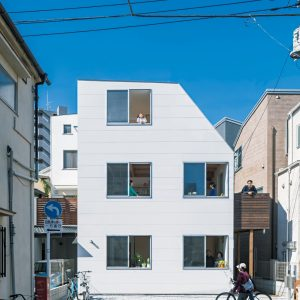 窓と風の家