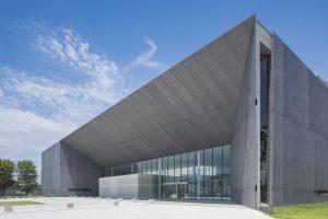 太田市民会館 - 設計: 香山壽夫建築研究所 施工: 関東建設工業