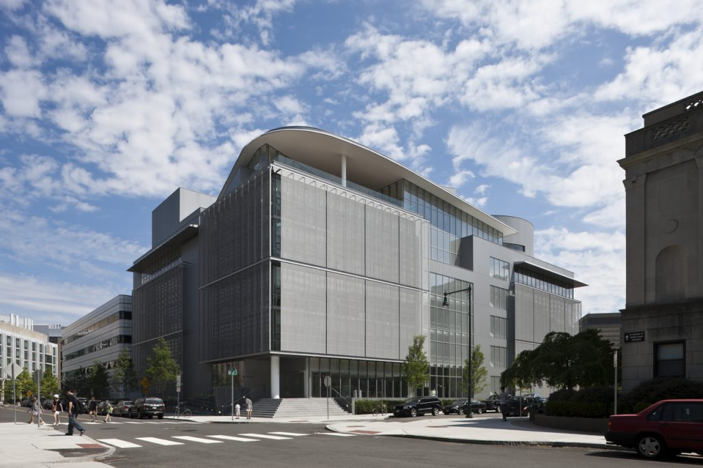 新建築 2010年9月号 創刊号からの表紙抜粋