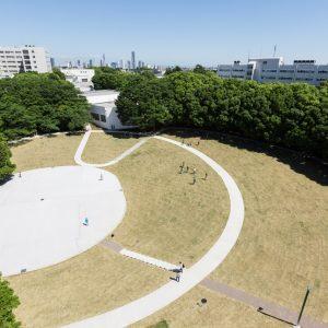 横浜国立大学キャンパス再編 中央広場 + 経済学部講義棟2号館