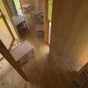 食堂の壁 - 設計: 宮晶子・STUDIO 2A 施工: 藤建設工房