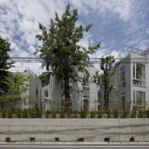 四の坂タウンハウス - 設計: 長谷川逸子・建築計画工房 施工: 北野建設