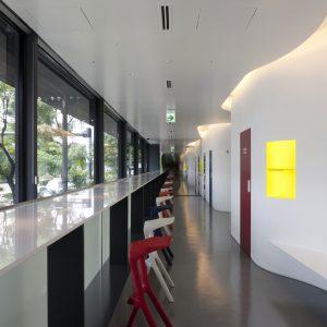 RunPit by au SmartSports - 設計: トラフ建築設計事務所 施工: イシマル