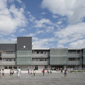 川崎市立御幸小学校 - 設計: 湯澤建築設計研究所 施工: 喜美代・高橋共同企業体
