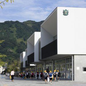 府中学園 - 設計: 日本設計 施工: 大成建設・関電工・三機工業共同企業体