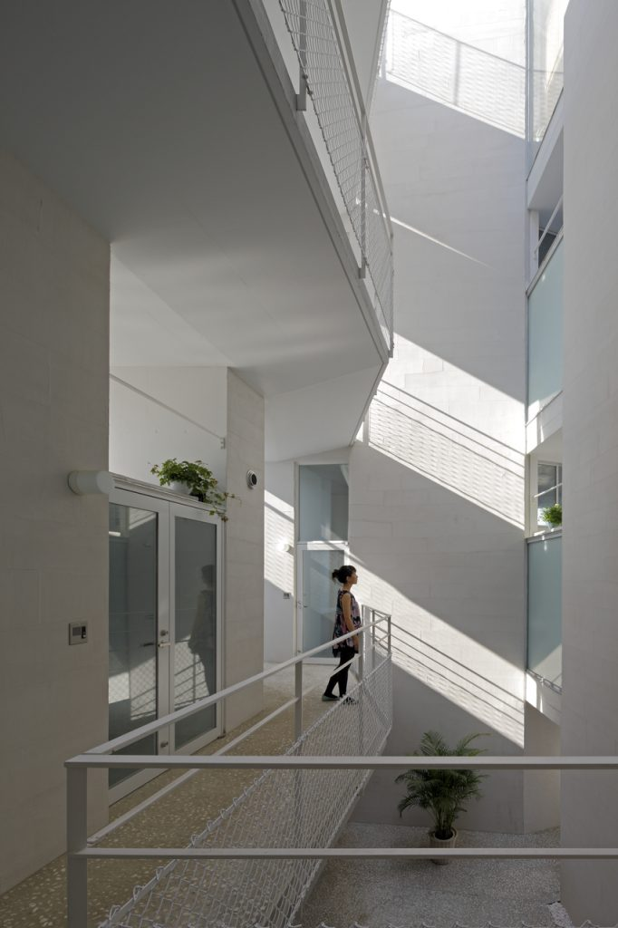 新建築 2011年8月号 用賀十字路の集合住宅