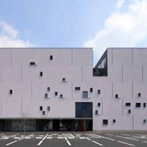 熊本市医師会館・看護専門学校 - 設計: 古谷誠章 + NASCA・中川建築設計共同企業体 施工: 松尾建設