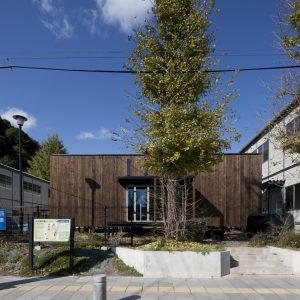 KAMAISHIの箱 - 設計: 難波和彦・界工作舎 + はりゅうウッドスタジオ + 日本大学工学部浦部智義研究室 施工: 釜石の友人を応援する会