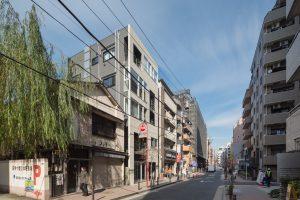 麻布十番の集合住宅 - 設計: SALHAUS 施工: 青木工務店