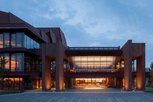 柏崎市文化会館 アルフォーレ - 設計: 仙田満 + 環境デザイン研究所 施工: 植木・阿部・東北特定共同企業体