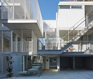 西麻布の集合住宅 - 設計: SALHAUS 施工: 青木工務店
