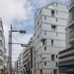 御徒町のアパートメント - 設計: 長谷川豪建築設計事務所 施工: ミサワホーム西関東