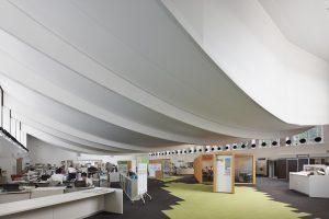 氷見市庁舎 - 設計: 山下・浅地設計共同企業体 施工: 名工建設 (本体) 氷見土建工業 (外構)