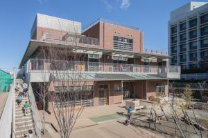 関東学院六浦こども園 - 設計: 仙田満 + 環境デザイン研究所 施工 馬淵建設