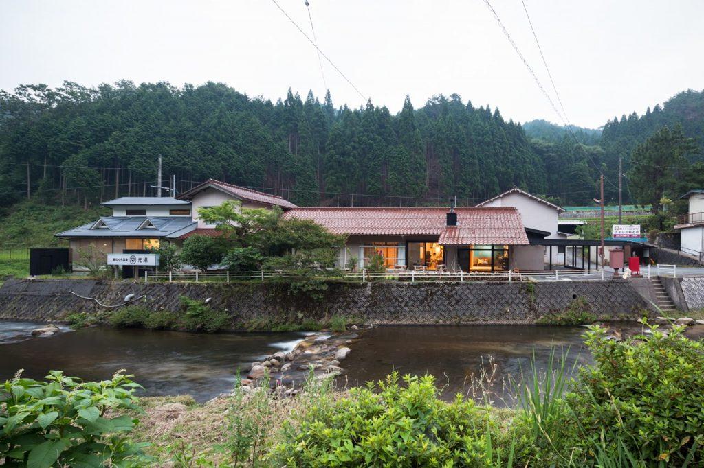 新建築 2015年10月号 On the water