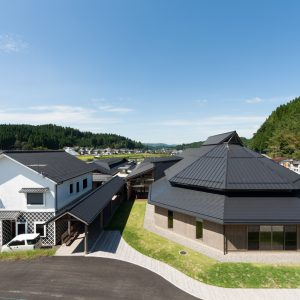 南小国町役場 - 設計: 仙田満 + 環境デザイン研究所施工 橋本建設