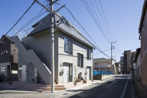 トヨシキ・ワールド・アパートメント - 設計: アトリエ・ワン 施工: 広橋工務店