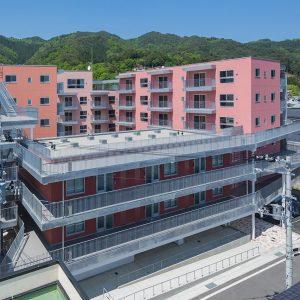 釜石市大町復興住宅1号 - 設計: 千葉学建築計画事務所 + 大和ハウス工業 施工: 大和ハウス工業
