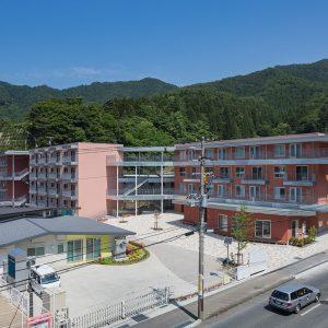 釜石市天神復興住宅 - 設計: 千葉学建築計画事務所 + 大和ハウス工業 施工: 大和ハウス工業