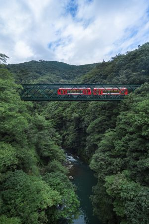 箱根登山鉄道 3000形 アレグラ号 - 設計:・製造 川崎重工業 統括デザイン 岡部憲明アーキテクチャーネットワーク