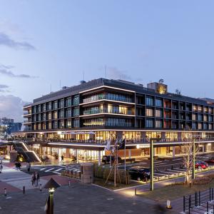 新港ふ頭客船ターミナル(横浜ハンマーヘッド) (CIQホール/ハンマーヘッド SHOP & RESTAURANT / インターコンチネンタル横浜Pier 8)