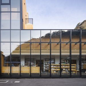 真庭市立中央図書館