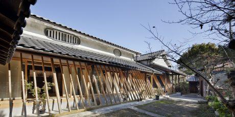 斜め格子の農家住宅