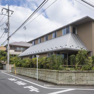 五平柱の住宅